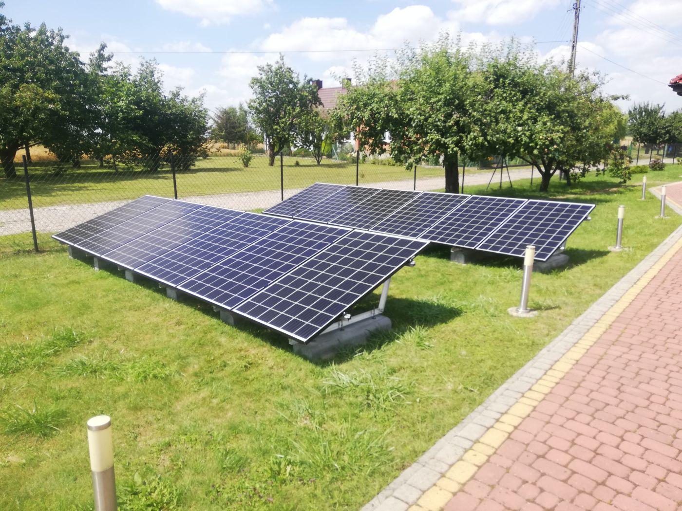 Montaż paneli fotowoltaicznych na ziemi - Otwarta Energia