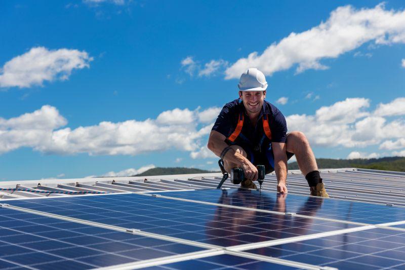 Montaż paneli fotowoltaicznych na dachu - Otwarta Energia