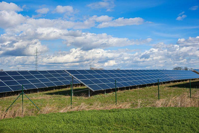 Farma paneli fotowoltaicznych - Otwarta Energia