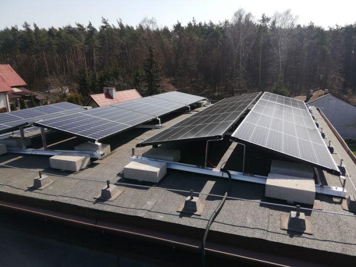 System balastowy imontaż paneli fotowoltaicznych nadachu płaskim - otwartaenergia.pl