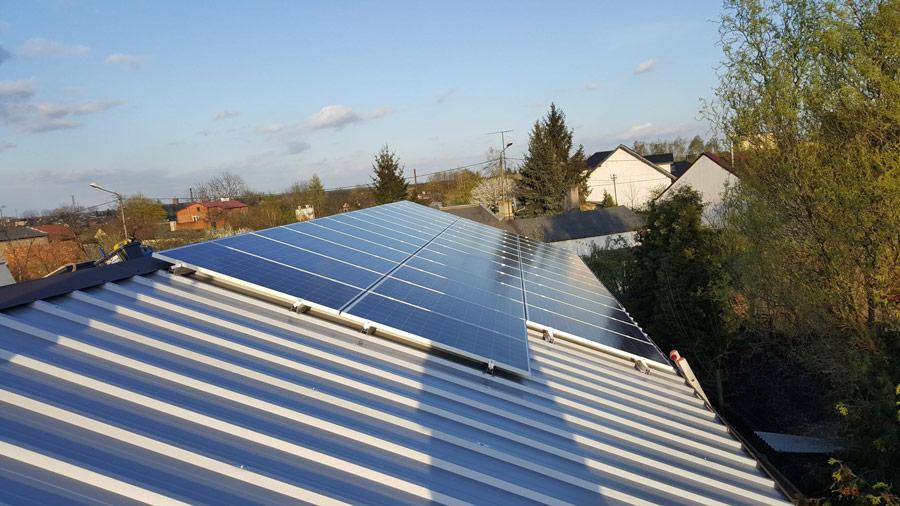 Panele fotowoltaiczne na dachu domu, jaka moc będzie optymalna - otwartaenergia.pl